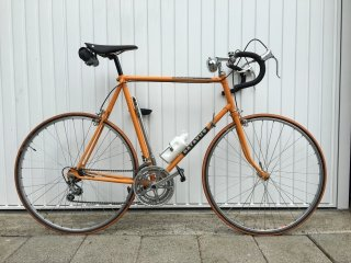 Restore the retro glory of an old bike from the 70s using the internet.