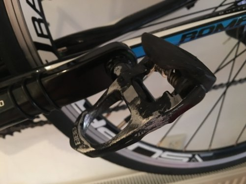 This pedal was new when I started, this is how thousands of kilometers cycling look like on a pedal.