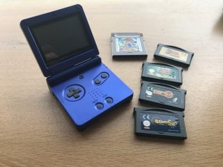 Reparing an old Nintendo Gameboy Advance to play classic Zelda again.