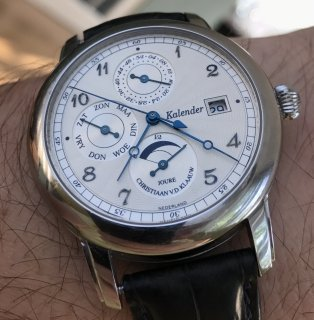 Why I still wear a mechanical watch and why smartwatches have potential.