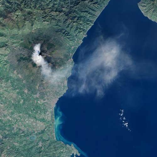Etna is big enough to see it from space (NASA Earth Observatory)
