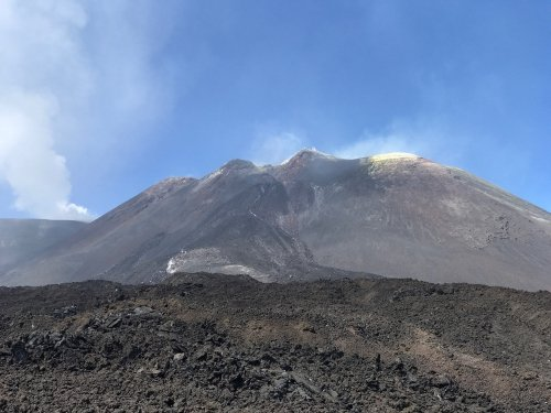 The white/yellow on the Etna summit is sulphite - not gold... according to our guide