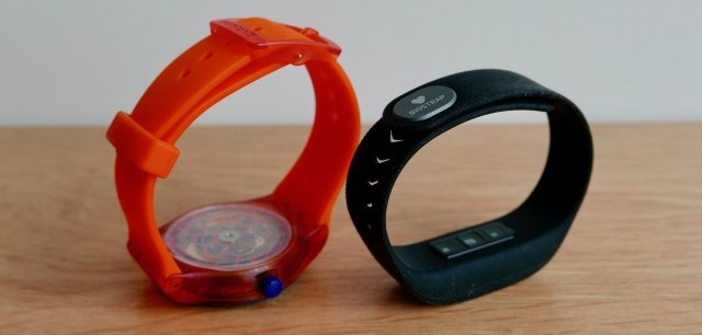 Biostrap it's pretty much just like a Swatch, light on the wrist because of it's material: rubber and plastic.