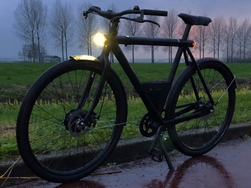 Dutch bike, Dutch weather: The Electrified S handles the dark, cold and wet conditions easily!