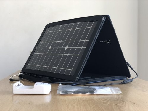 Gomadic portable Solar Charger - 15W - 330 x 305 x 38 mm