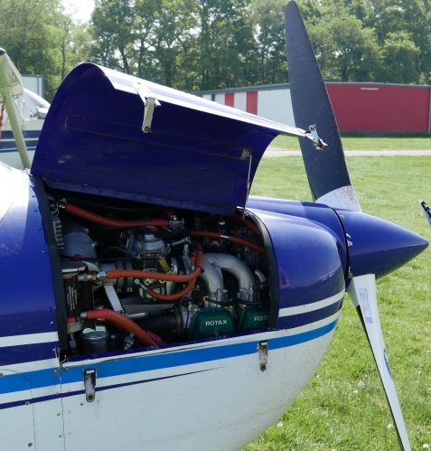 Rotax 912S2 engine with 100HP