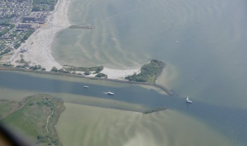 Makkumerdiep and Makkum beach, you can clearly see the differences in water depth from the sky