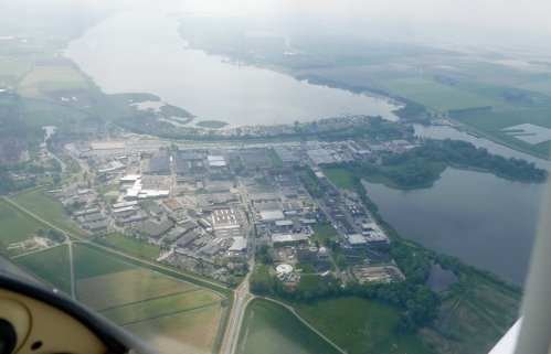 Industrieterrein Elburg, with the Flevomeer (top left) and Drontermeer (bottom right)