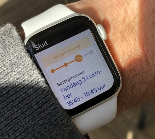 Apple Watch showing an estimated delivery time of a parcel (from the Dutch PostNL service)