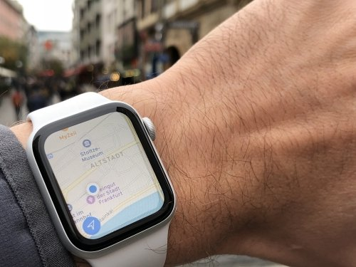 The world on your wrist - using Apple Maps in downtown Frankfurt