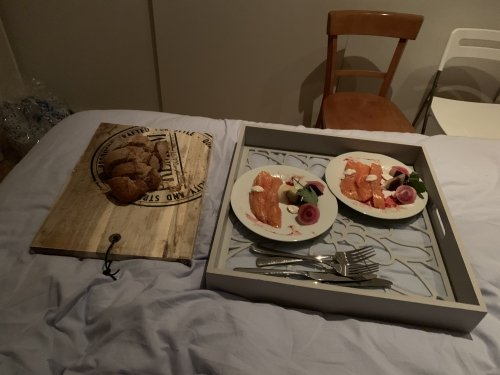 Room service by daddy: smoked salmon as starter