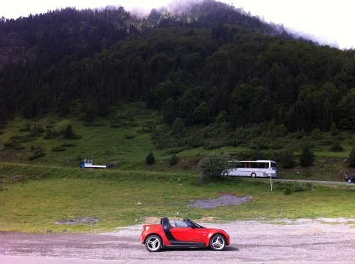 Driving my Smart Roadster in the Pyrenees mountains (France)