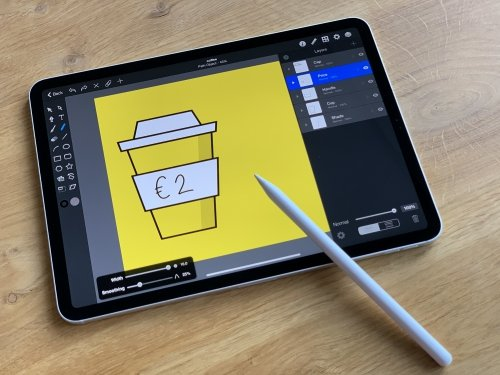 Designing the coffee cup using Picta Graphic for iPad