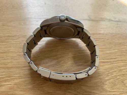 The steel bracelet fits the watch perfectly