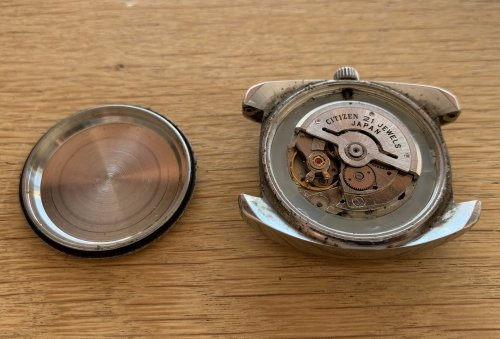 You can rotate the case back and remove it from the watch head to reveal the movement