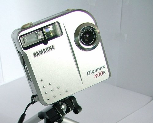 My first digital camera: a Samsung Digimax 800K shooting 1024x768px photos