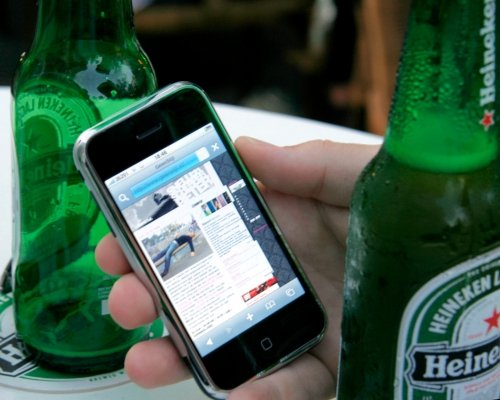 What seems normal today, was futuristic in 2008: browsing the web on a full touch screen device (while drinking beer)