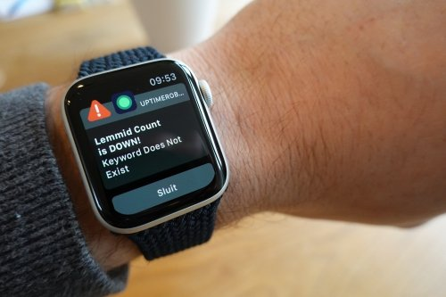 Downtime notifications on Apple Watch using UptimeRobot